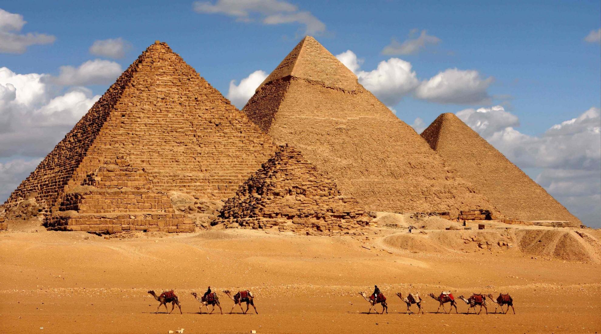 吉萨金字塔群