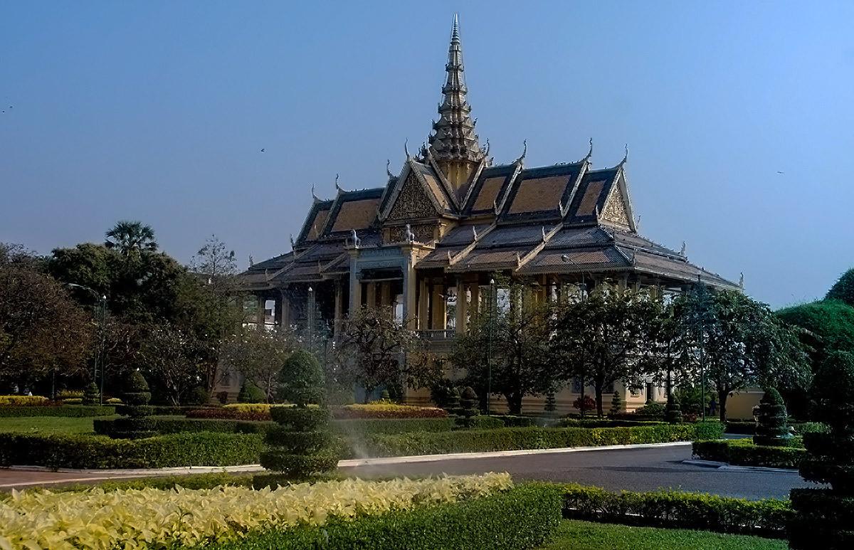西哈努克大皇宫。(柬埔寨旅游之一)