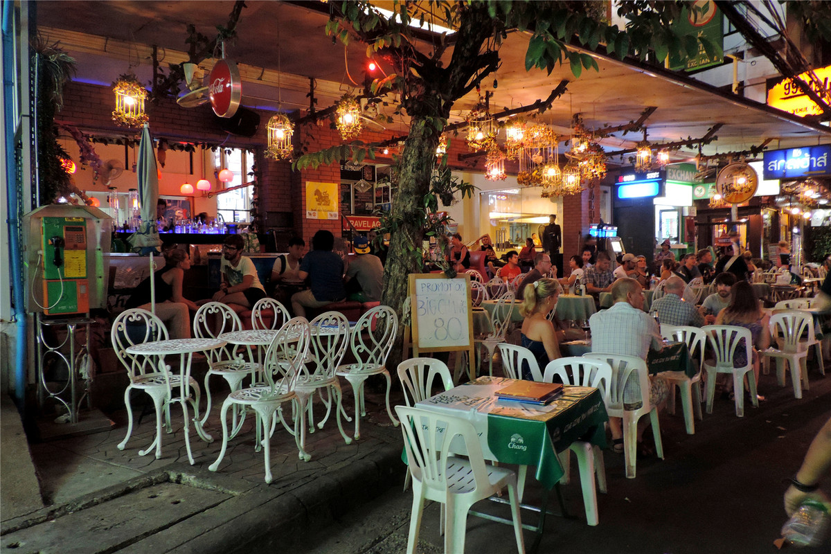 夜晚曼谷打街