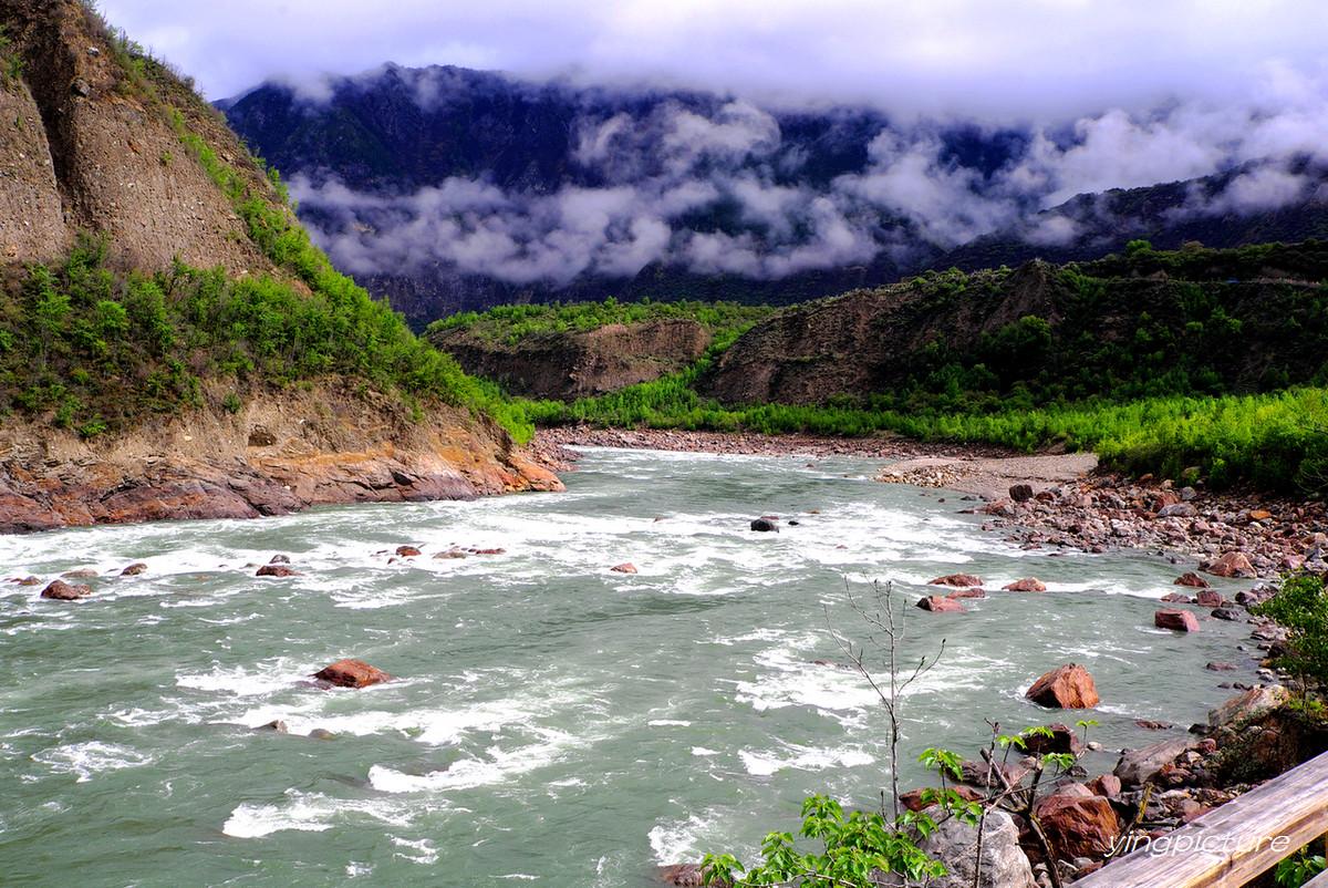 拍摄西藏林芝雅鲁藏布大峡谷